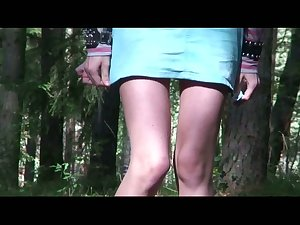 Emo looking chick with X-rated hair flashes can as she pees outdoors