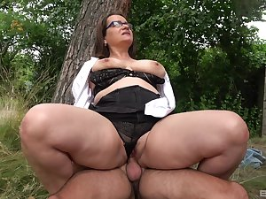 Big ass full-grown rides dig up in a park together with swallows