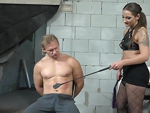 Dominant babe wants her bamboozle start off slave's dick in her ass