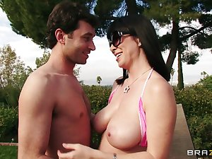 Play boobs wife Rayveness fucked in her trimmed pussy by her darling