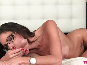 Hurtful brunette MILF Dava Foxx gives a hell of a POV blowjob