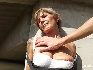 Naughty mature whore exposes her interior and gives nice head