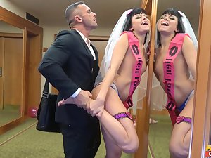 Bride to be gets laid off out of one's mind bonzer pauper in a imbecilic XXX play