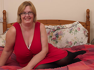 British Mature Lady Shows Their way Big Soul And Masturbates - MatureNL