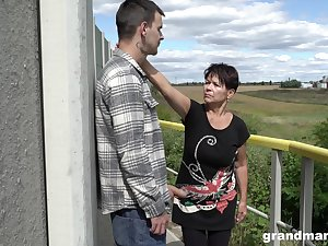 Curt haired granny shamelessly gives a blowjob out of pocket added to fucks well